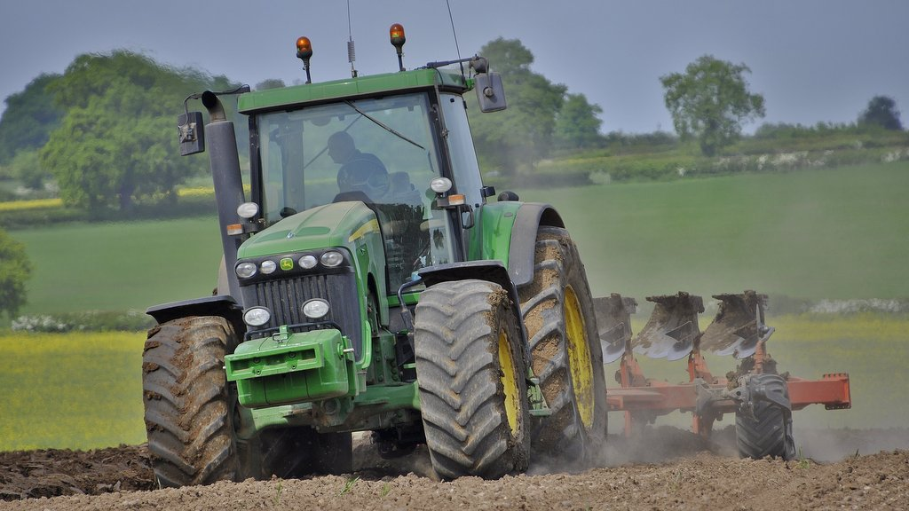 Pictured pulling a seven-furrow Kuhn plough, this 2006 John Deere 8420 was the last brand new tractor to arrive at Ratcliffe Farms. Today it serves as the primary cultivation tractor.