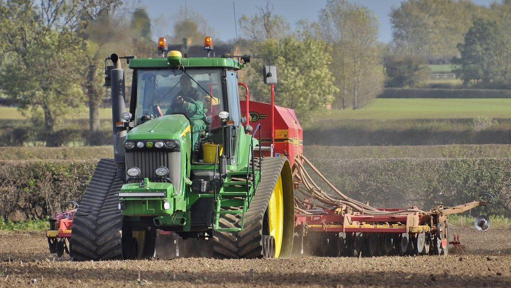 This 2006 John Deere 8520T spends most of its life pulling a 6m Vaderstad Rapid seed drill.
