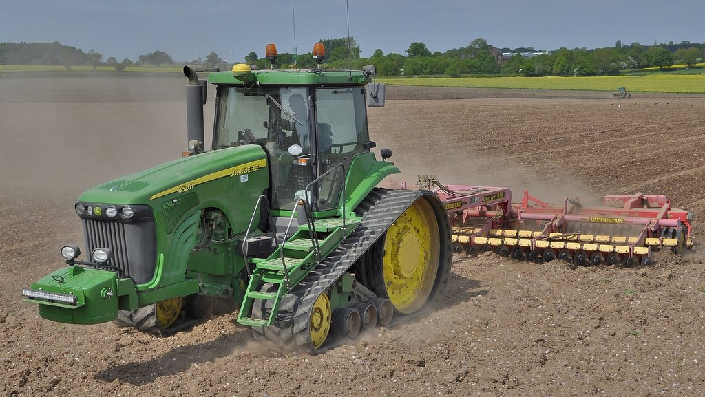 The tractor is also used for high-speed top-work with the farm's 6.5m Vaderstad Carrier.