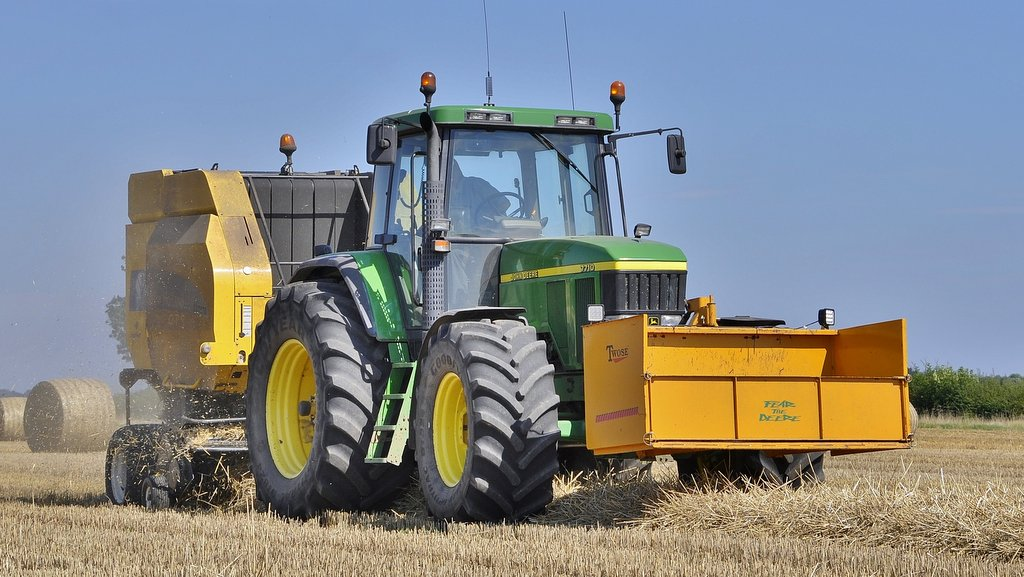 The John Deere 7710 is a firm favourite with Ratcliffe Farms' tractor driver Jason Hamilton, who uses the tractor for all the haylage, hay and straw baling.