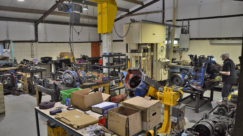 Swinnerton Machinery features a purpose built transmission workshop, equipped with a 50 tonne Dennison press, two 360 degree overhead cranes and a Better Engineering hot wash parts cleaner.