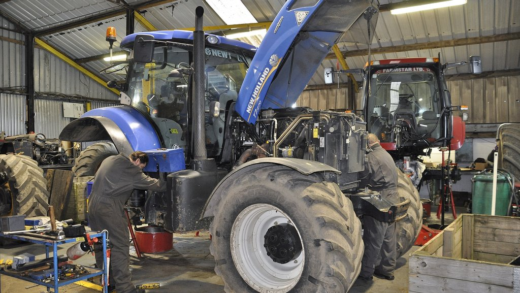 Swinnerton Machinery established its reputation working on out-of-warranty New Holland and Case IH models, including Maxxum CVX tractors equipped with the Steyr CVT unit (below).