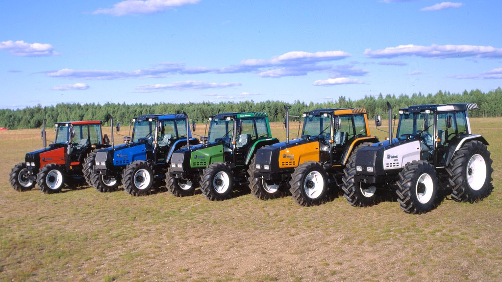 In 1988, Valmet broke the time-honoured tradition of painting tractors with a standard three colour livery, by offering five new colour schemes, including white, yellow, green, blue and red.