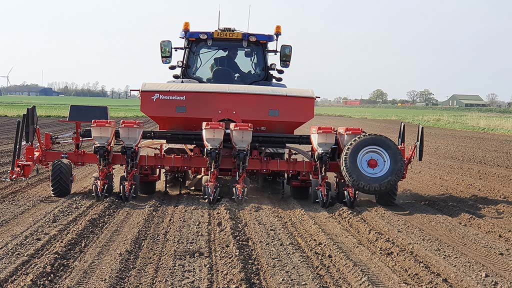 The Kverneland Optima RS, capable of sowing three pairs of rows in a bed system.