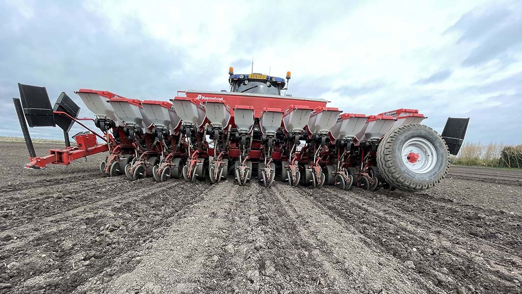 The Optima RS can also work in a 12-row format for sugar beet.