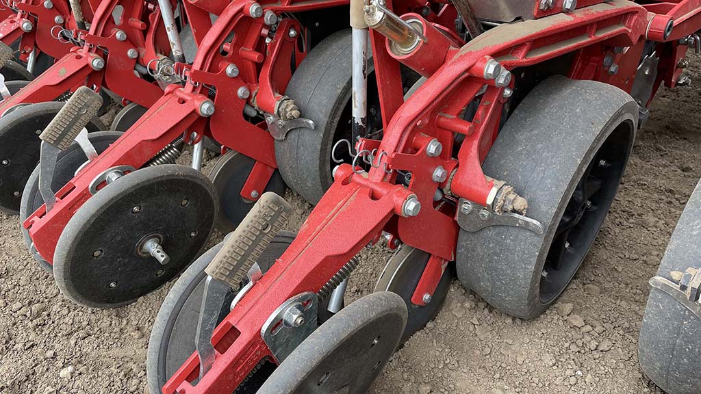 V-press wheels at the rear have angle and pressure adjustment to close the furrow.