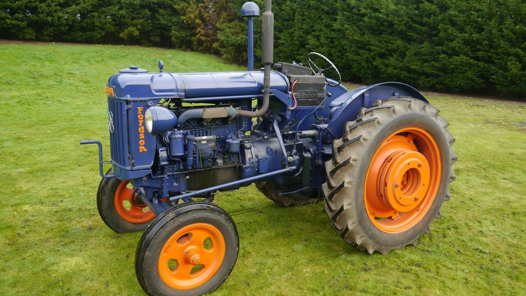 This 1951 Fordson E27N P6 sold for £14,000.