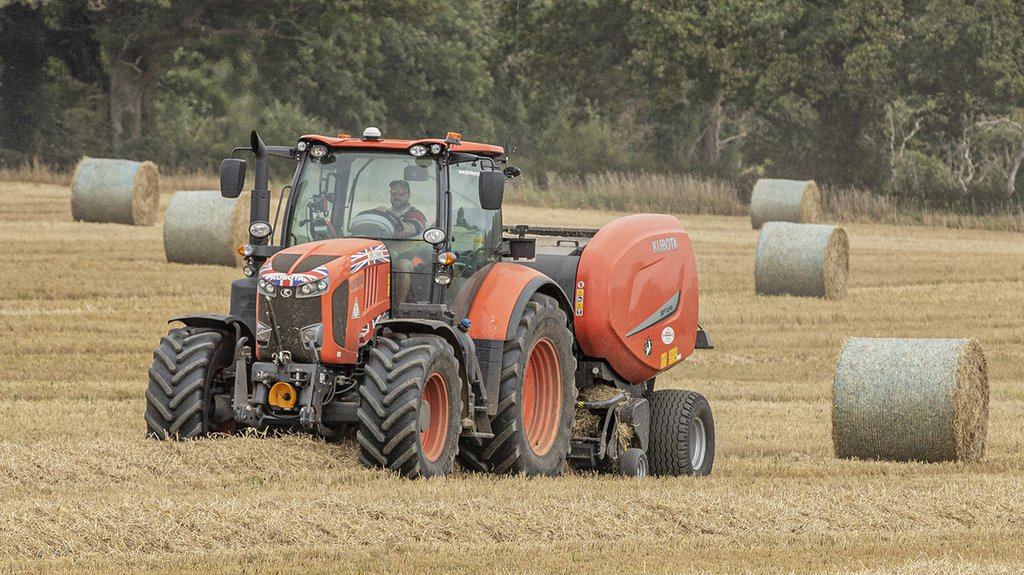 The KVT variable transmission in the M7.171 and M7172 comes in handy for tasks such as baling, offering flexibility of forward speed to accommodate changing crop and ground conditions.