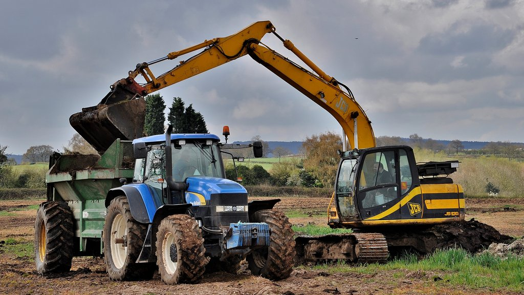 Equipped with a Bunning Lowlander spreader, this TM190 is being loaded by the farm's JCB JS130 excavator. Once used on a 4m combi-drill, the big TM is now relegated to lighter duties (below).