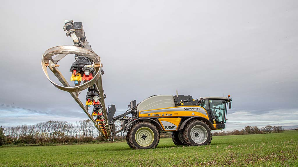 A 24m/3,500 litre Mazzotti MAF3580 features individual nozzle control and an N-sensor.