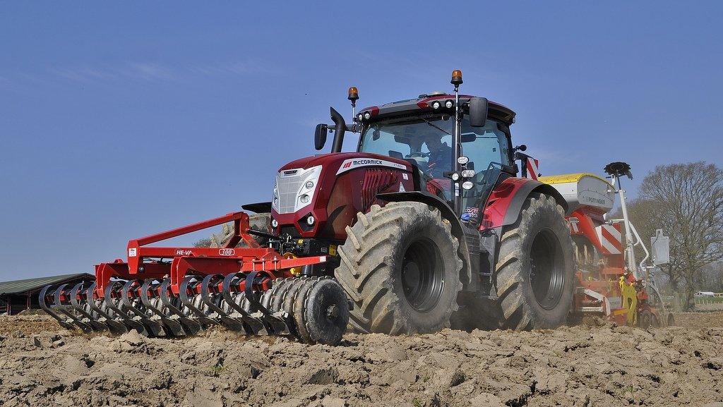 Purchased in February 2021, Shropshire contractor Dave Piper's McCormick X7.624 VT-Drive is the first one sold in the UK. It was supplied by McCormick dealer HJR Agri in Oswestry.