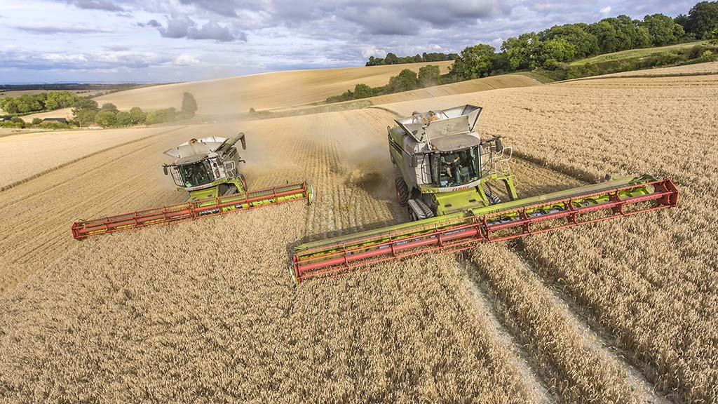 CTF with 40m tramlines supports 13.5m headers for Ben Smith's two Lexions.