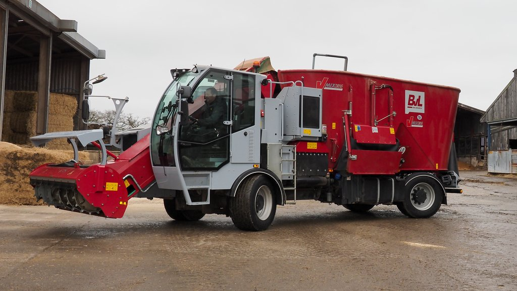 User review: Cheshire dairy farmer won over by the switch to a self-propelled diet feeder