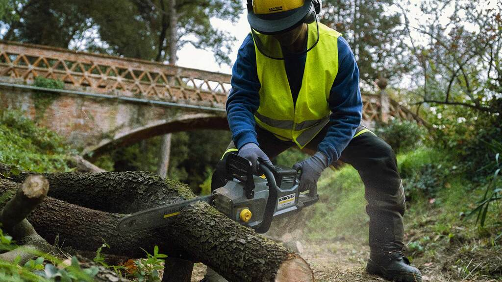 Karcher battery-powered chainsaw