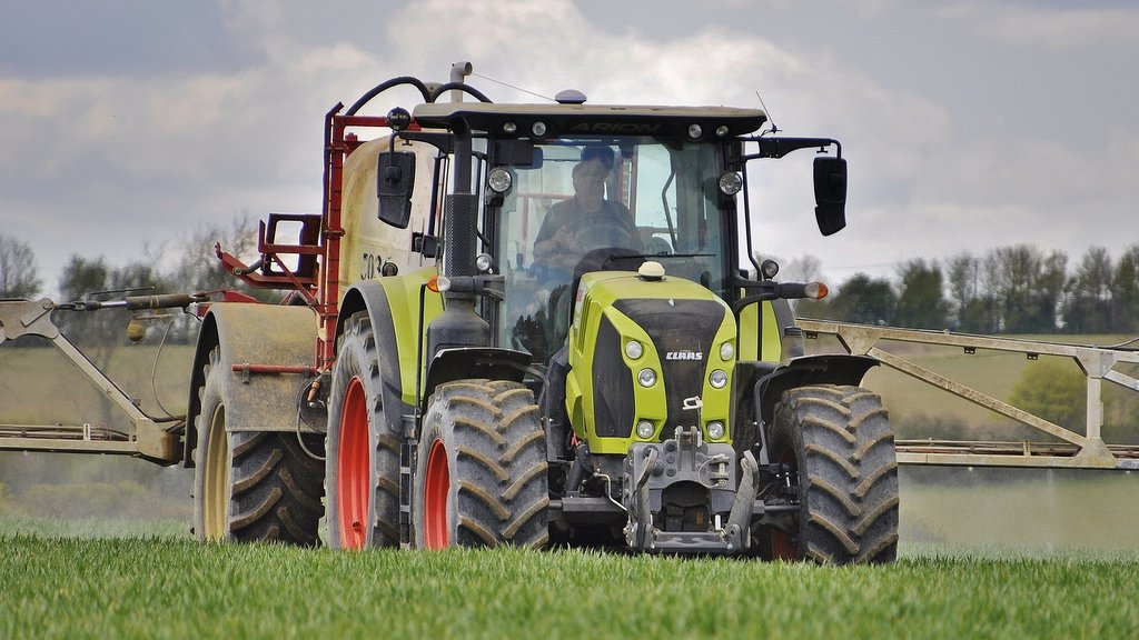 User review: Leicestershire operator compares Claas and Case IH CVT tractors