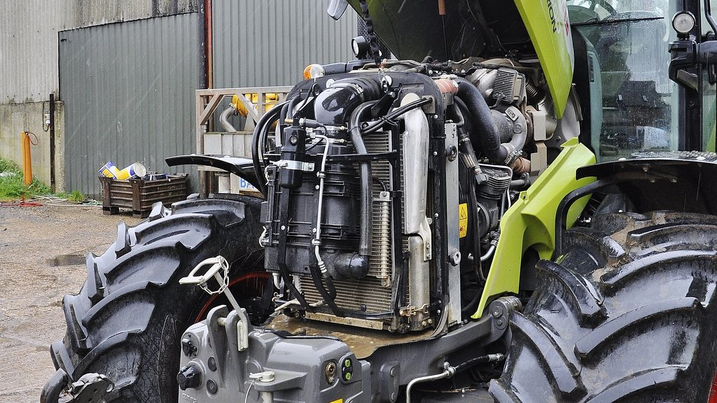 Wide opening bonnet provides easy access to service points including the air filter and cooling pack. To date, a sticking engine temperature thermostat has been the only warranty repair to this tractor.