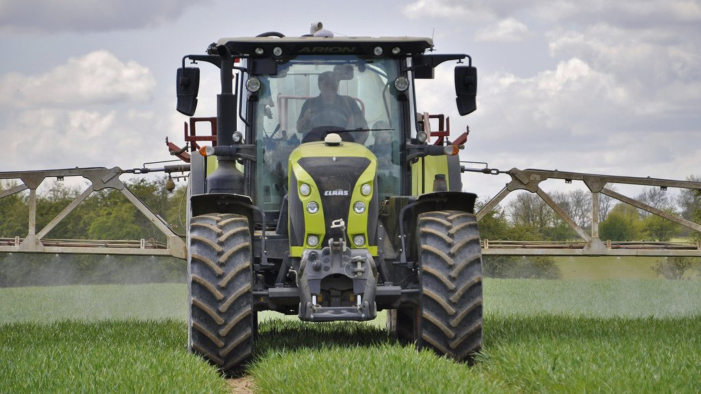 The combination of the Claas front axle suspension and cab suspension systems are described as being well matched and provide a comfortable and stable ride in the field or on the road.