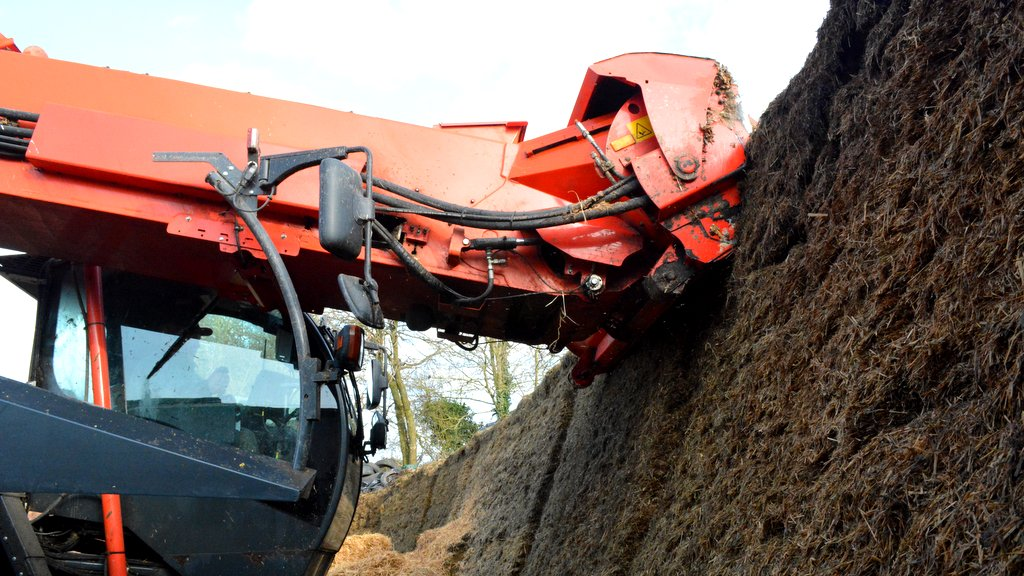 Clamped forage can be loaded using the milling head, avoiding the wastage that can occur when moving materials around with a loader.
