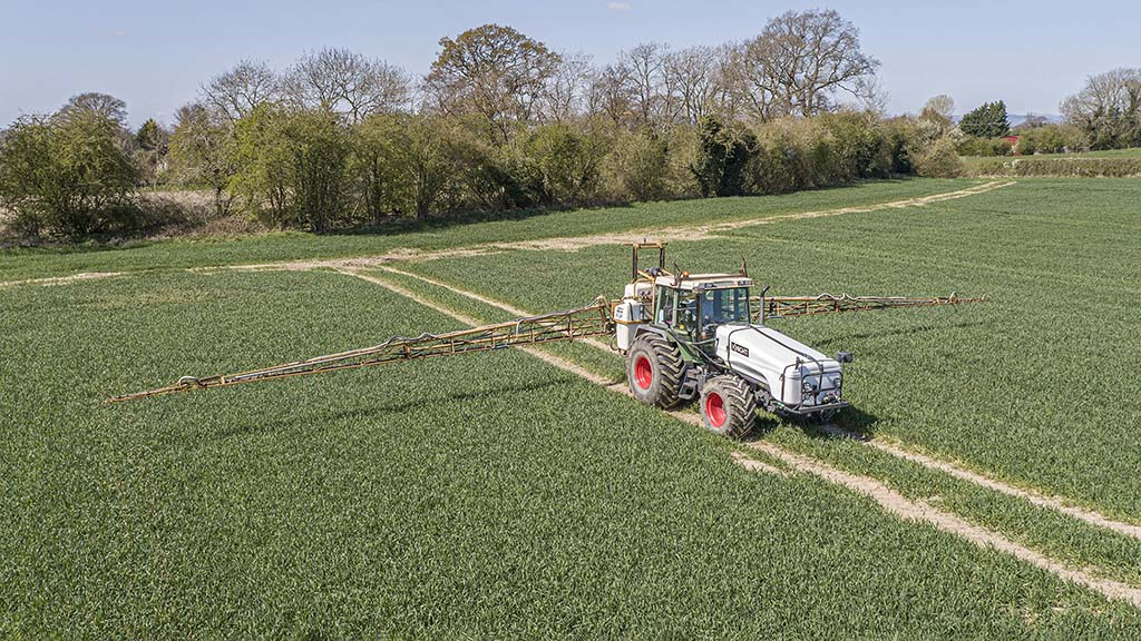 User review: Classic Fendt tool carrier proves affordable self-propelled alternative for crop care