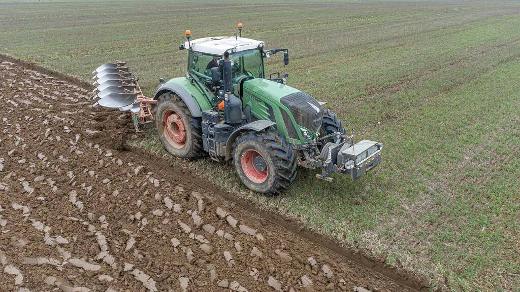 Staying on top with Kverneland LO plough